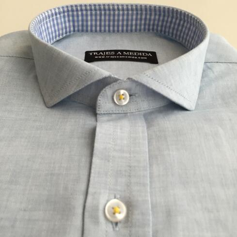 Camisa de lino tela de contraste interior cuello